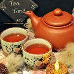 Tea Time gibt es sogesehen nicht, da in England zu jeder Tageszeit gerne Tee getrunken wird.